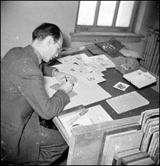 Delson working on Florida guide illustrations (ca. 1940)