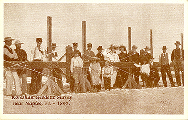 Koreshan Unity Geodetic Survey staff and onlookers with rectilineator (postcard image). The short gentleman in the center in black with the creased hat, next to the woman in white, is Ulysses Grant Morrow (1864-1950), who headed the geodetic survey and apparently wrote much of The Cellular Cosmogony