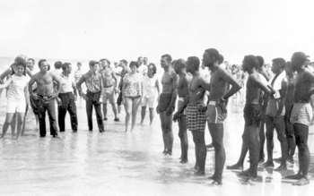 "Confrontation between black demonstrators and segregationists at a ""white only"" beach: Saint Augustine, Florida (1964)"