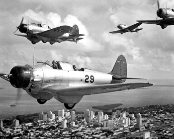 U.S. Navy dive bombers flying over Miami during WWII (1941)