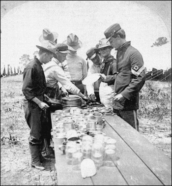 Company D Florida volunteers at dinner (1898)