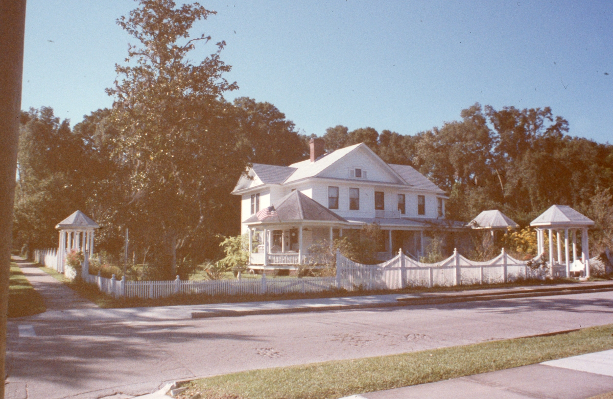 Looking northwest at the Sistrunk-McKinney house in Dade City.