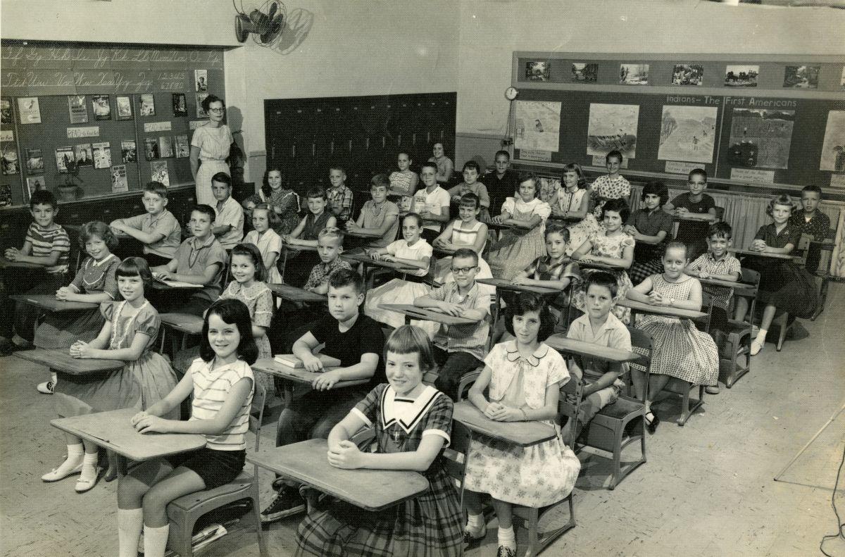 Kate Sullivan Elementary School 5th grade class for 1960-1961.