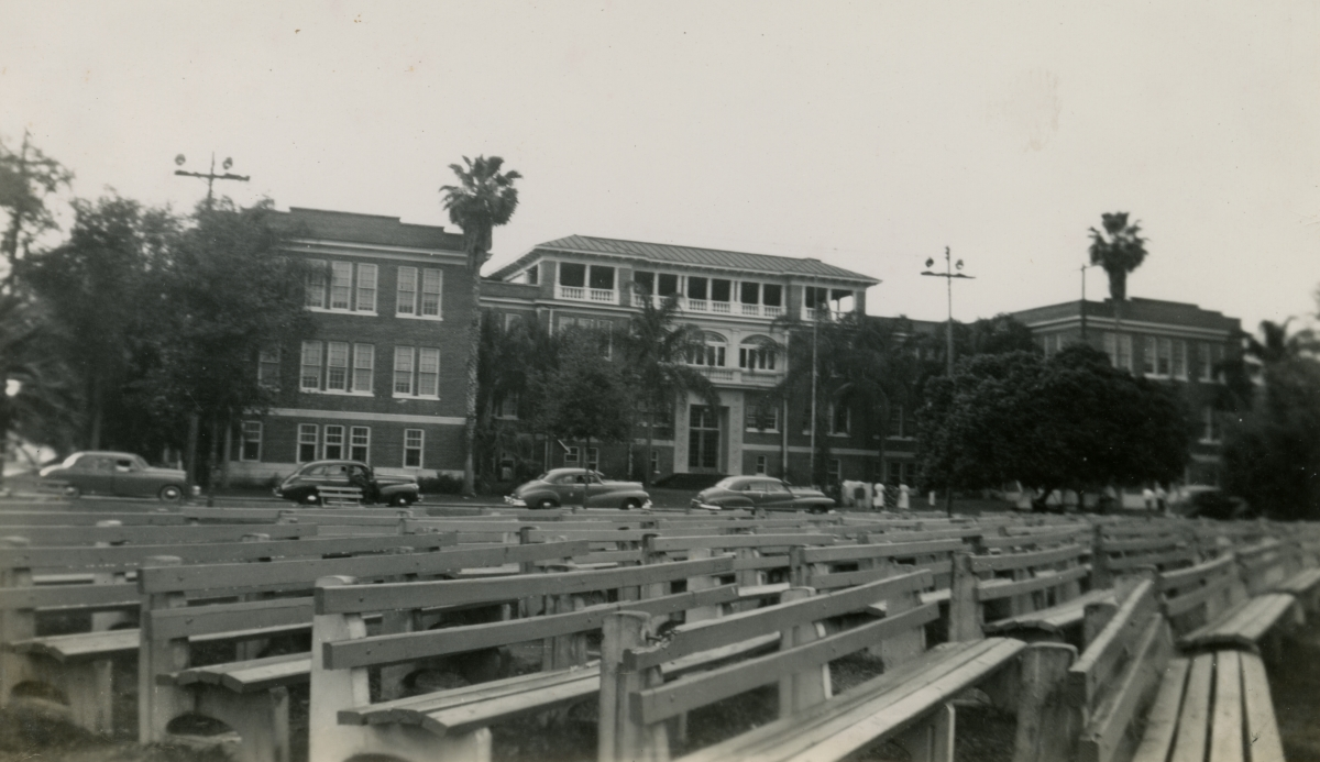 Unidentified building shown during Central Florida vacation of the Hall family from Michigan.