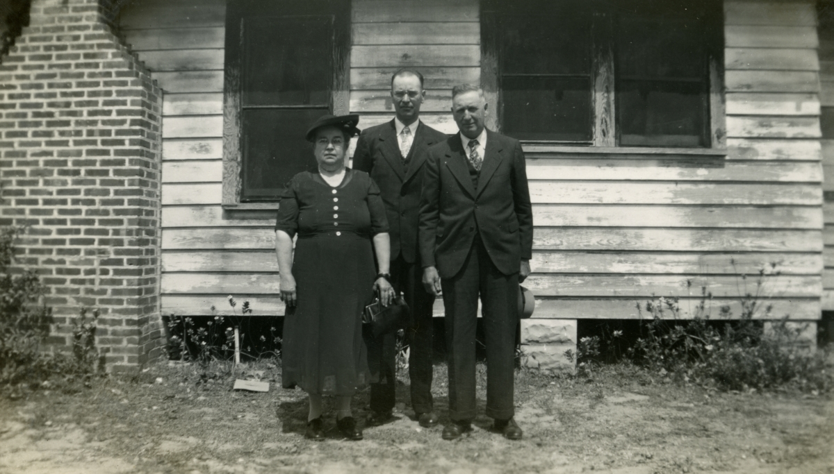 Hall family members from Michigan at Eustis tourist camp during their Central Florida vacation.
