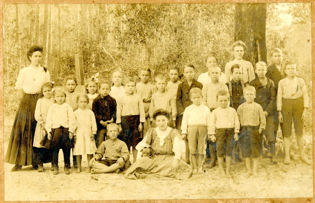 Group portrait of elementary school class in Jefferson County.