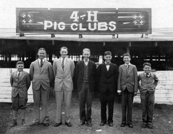 4-H Pig Clubs' winners of a trip to Chicago, Illinois.