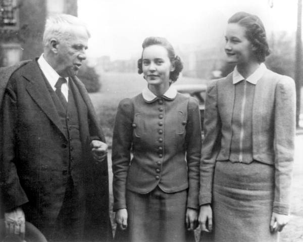 Poet Robert Frost talking to two FSCW students - Tallahassee, Florida.