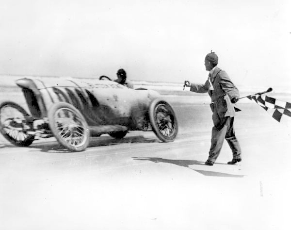 Barney Oldfield racing the Blitzen Benz - Daytona Beach, Florida.