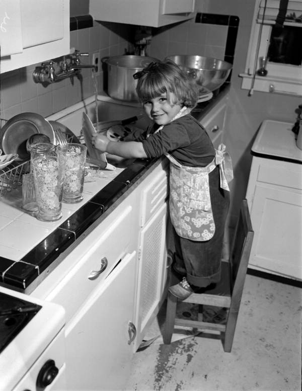 Unidentified child washing dishes at George Brunette's School of Art - Jacksonville, Florida.