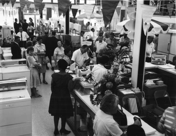 Customers at McDuff Appliances on North Monroe - Tallahassee, Florida .